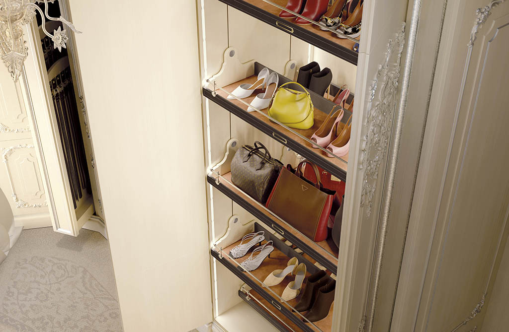 The space dedicated to footwear is at full height.
