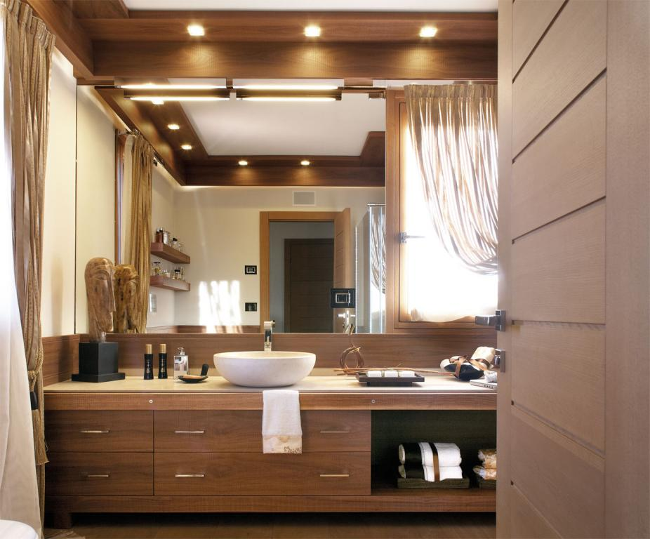 A full width mirror with this solution complete with sawn Canaletto walnut furniture, paneling and ceiling