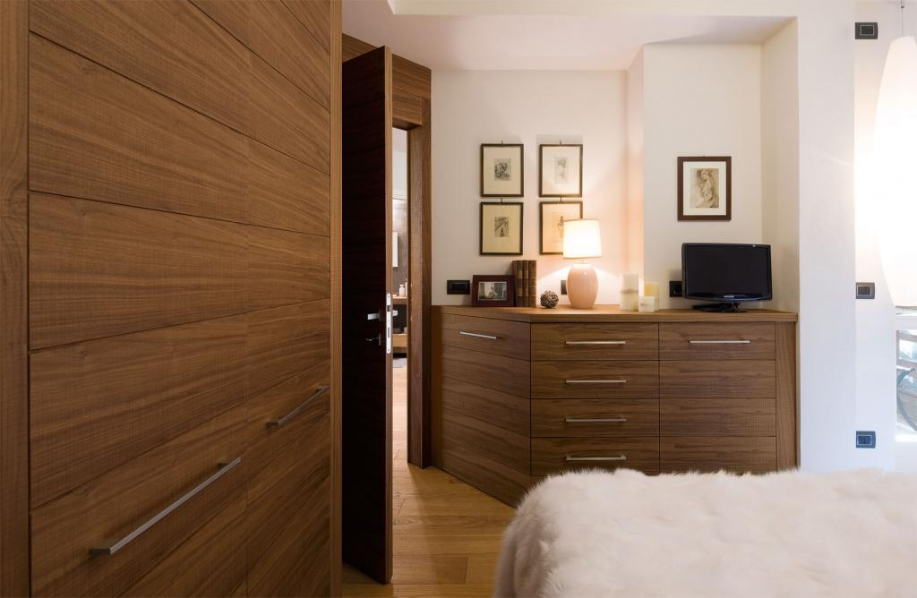 Canaletto walnut contemporary style bedroom area