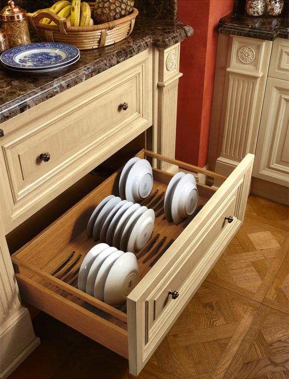 Compartments for plate storage