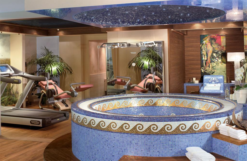 Spacious Jacuzzi lined with gold glass mosaic