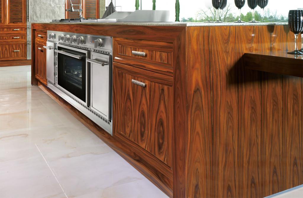 Central island with spacious 150cm inbuilt cooker