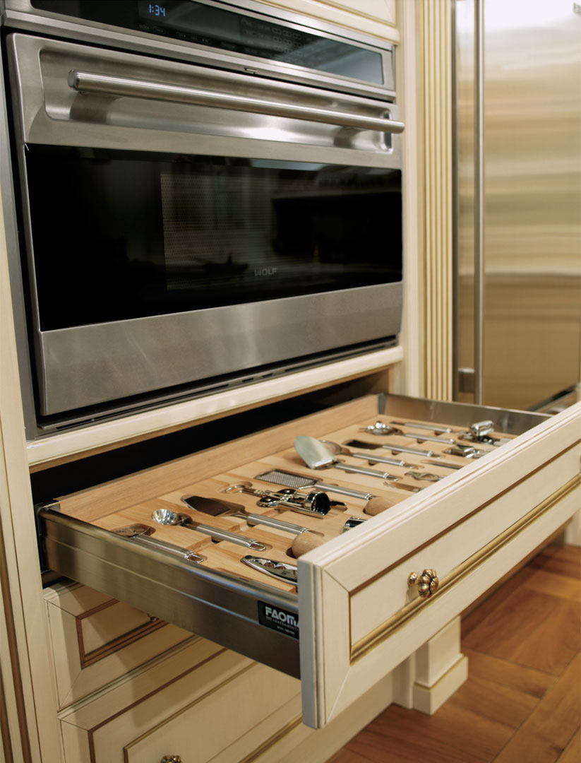 Drawers with internal compartments for the storage of kitchen utensils