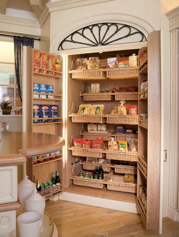 Spacious, motorized and internally lit pantry