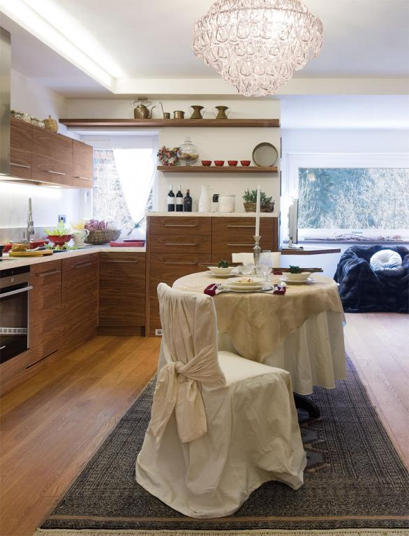 Dining area integrated into the open space kitchen