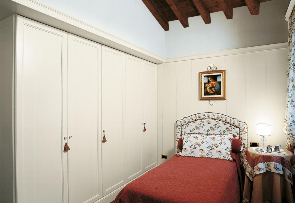 Giovane board paneling and wardrobe with classic simple mirror door
