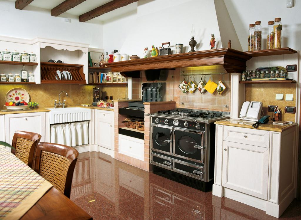 Frassino classic kitchen with simple mirror doors