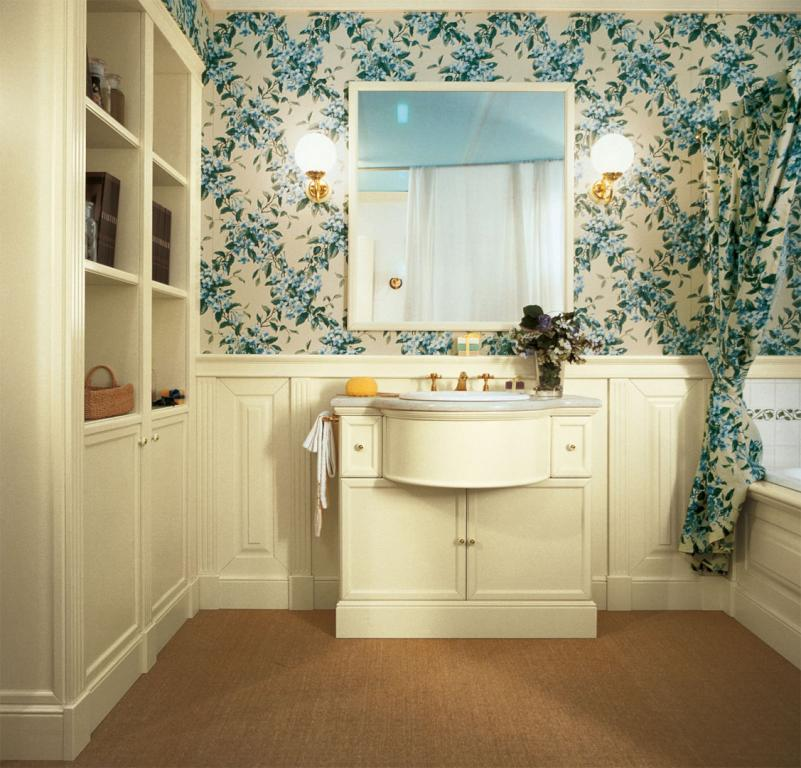 Classic bathroom with Oxford sink furniture